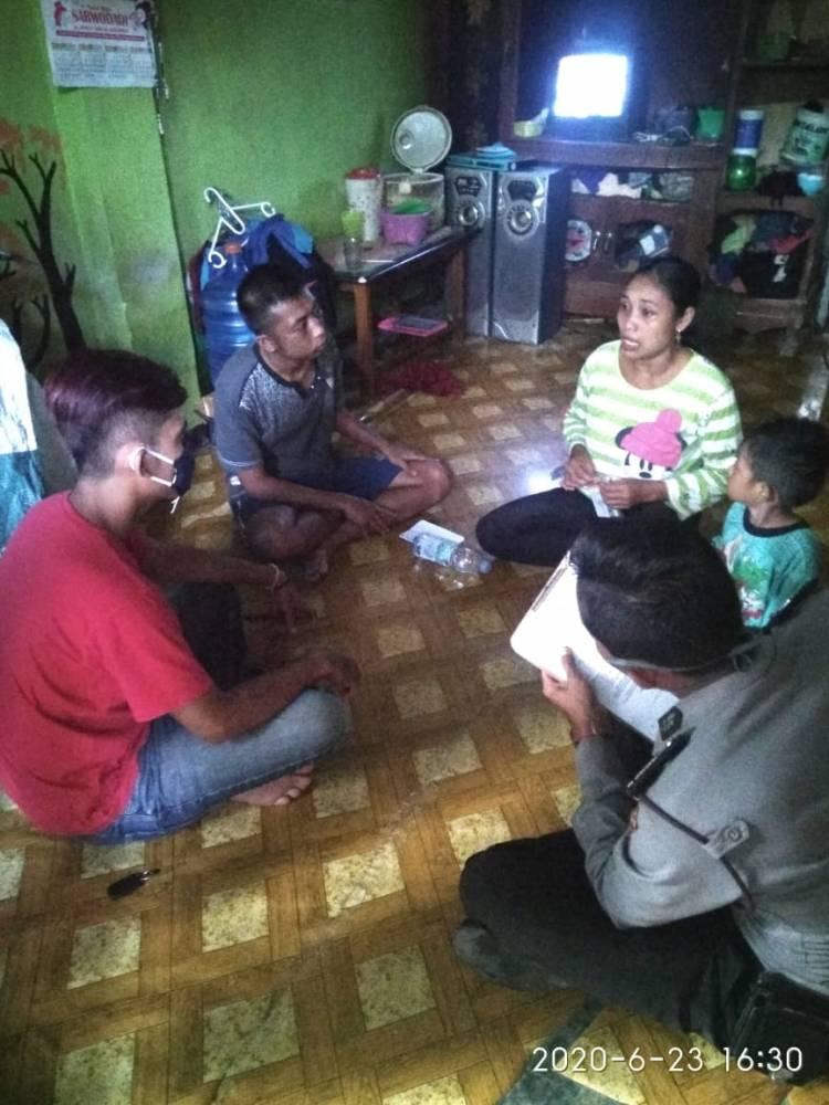Kepolisian Sektor Banjar Antarkan Pulang Seorang Laki-laki Yang Mengalami Depresi / Gangguan Mental.