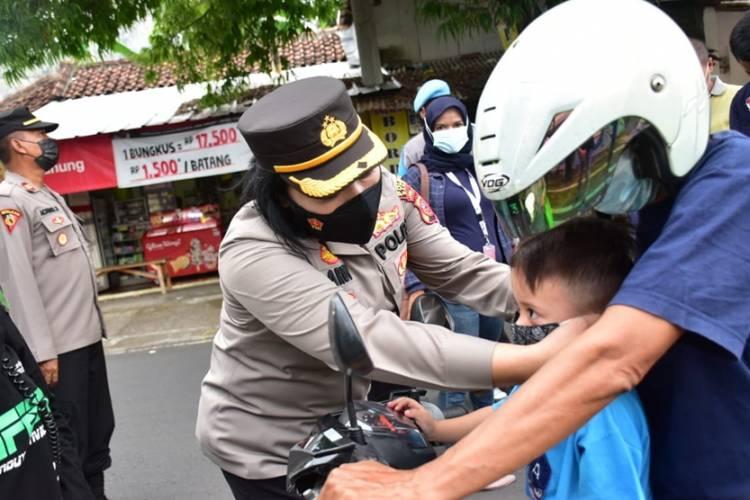 Kapolres Banjar dan Walikota Susuri Jalan Letjen Suwarto Hingga Simpang 3 Pahlawan Imbau Prokes ke Masyarakat