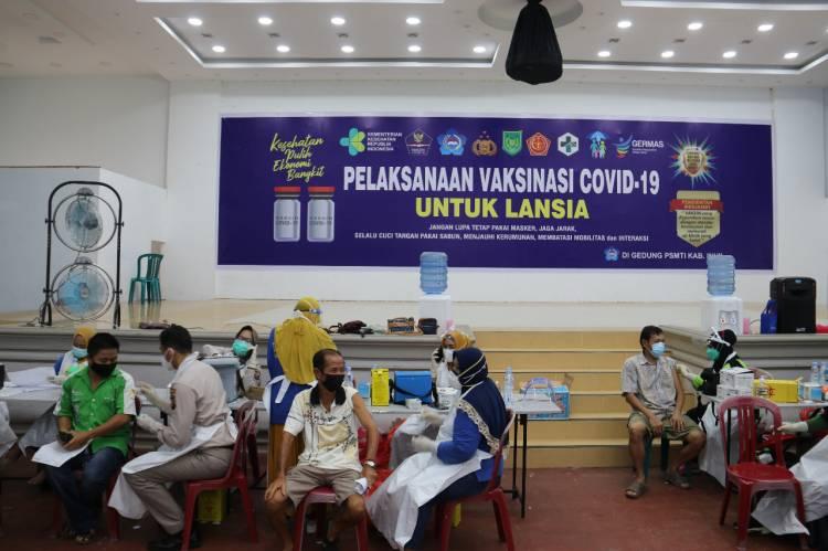 Tim Satgas Covid 19  Adakan Vaksin Tahap Ke II Lansia 433 Orang Di Gedung PSMTI Tembilahan