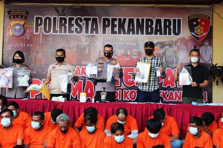 Polresta Pekanbaru dan Jajaran Sikat 79 Preman, Sajam dan Pistol Mainan Turut Diamankan