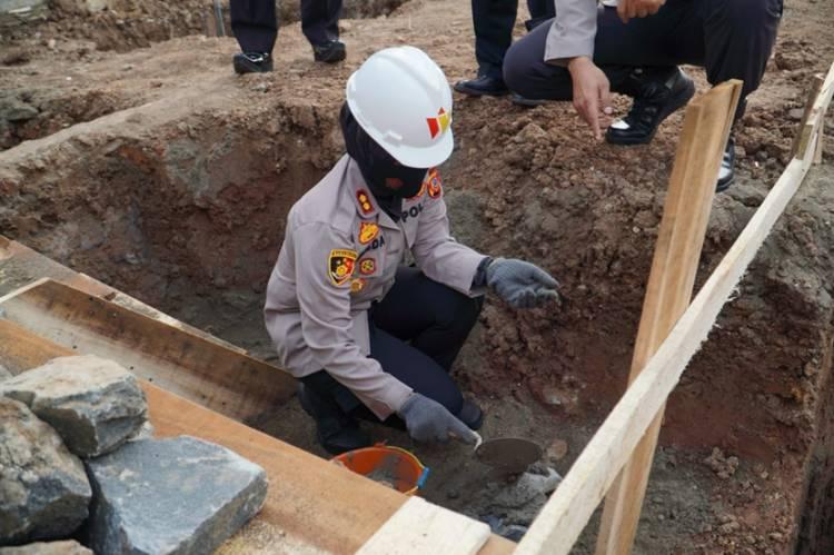 Memulai Pembanguan Barak Dalmas Polres Banjar, Kapolres Banjar Letakan Batu Pertama
