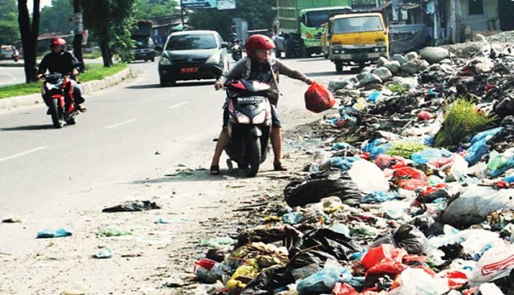 Kota Padang Beri Insentif Rp 100 Ribu Buat yang Videokan Pelaku Pembuang Sampah Sembarangan
