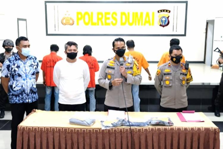 Empat Orang Pelaku Pungli di Dumai Dibekuk Polres Dumai dan Polsek Dumai Barat