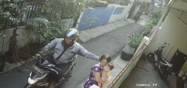 Viral Video Nenek Dijambret Saat Menggendong Cucu Hingga Terjatuh