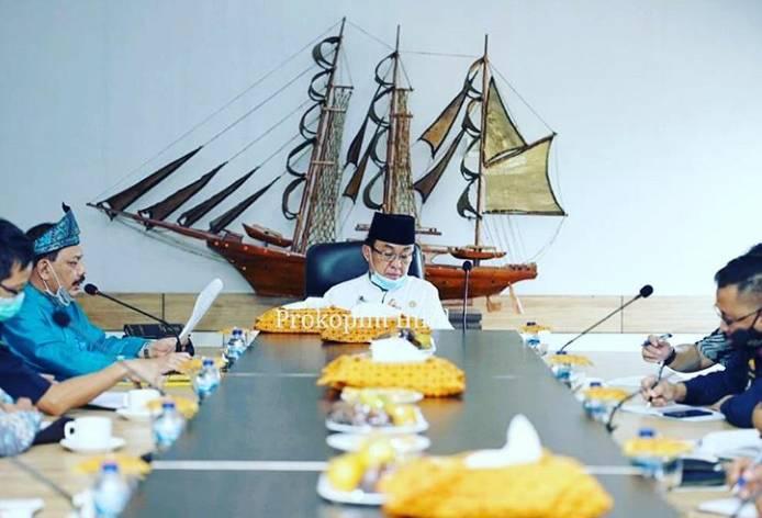 Bupati HM.Wardan Pimpin Rapat Pengolahan dan Pemanfaatan Pelabuhan Indragiri Parit 21.