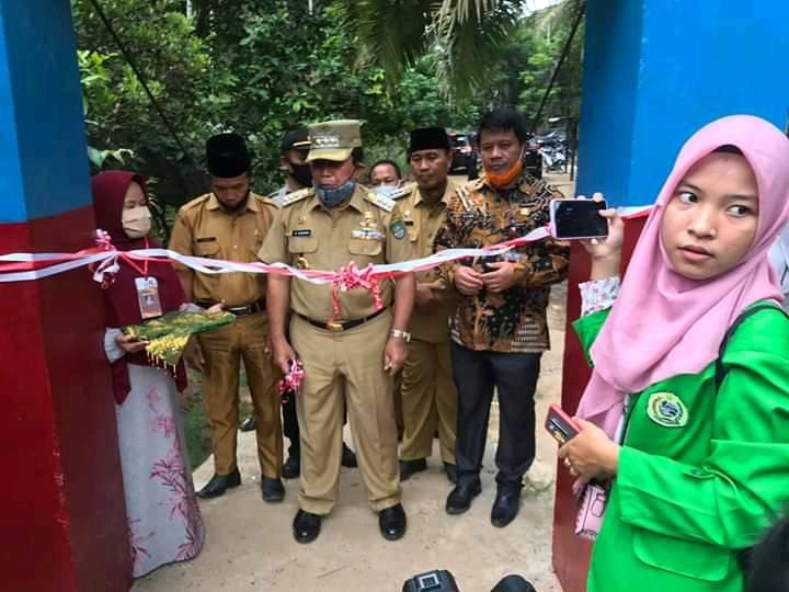 Kunker Bupati H Sukiman berikan bantuan ke Desa RTH-Pawan,