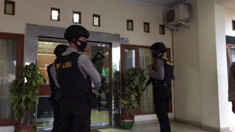 Penyidik KPK RI, Lakukan penyidikan di 3 tempat yaitu  PT. PMG, Rumah Dinas Walikota ( Pendopo ) dan Kantor Dinas PUPR Kota Banjar