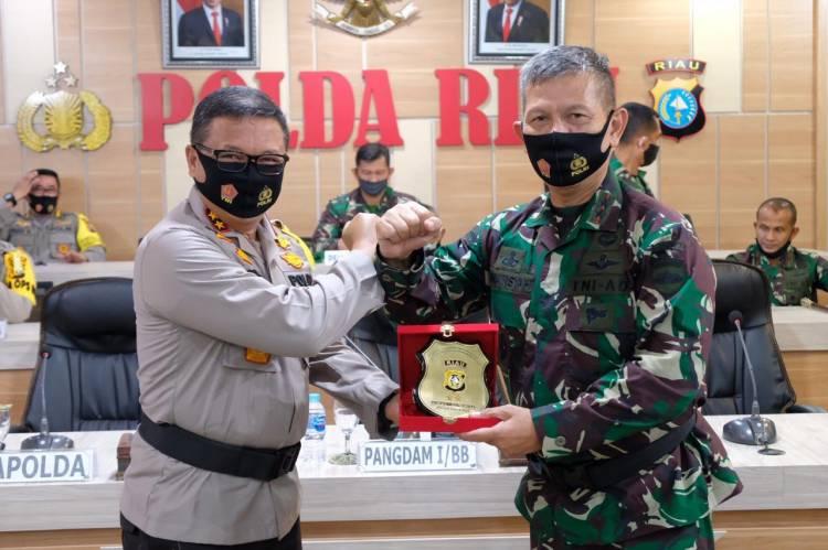 Pangdam I/BB Yang Putra Seorang Prajurit Brimob Berkunjung Ke Polda Riau