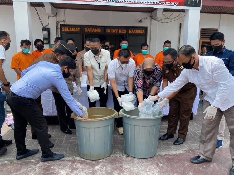 Ditresnarkoba Polda Riau Musnahkan Barang Bukti 18 KG Sabu Hasil Pengungkapan Jaringan Internasional.