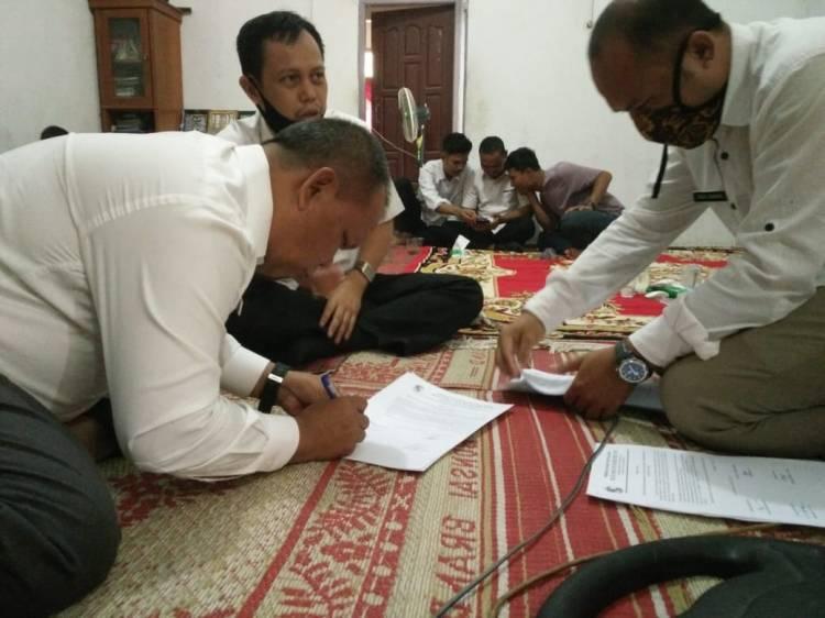 Pemerintah Kabupaten Pelalawan Serahkan BLT Di Dua Desa Kecamatan Kerumutan