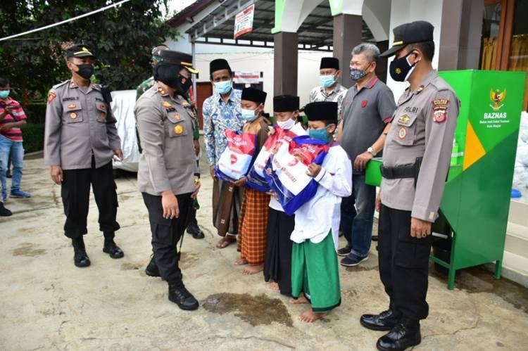 Kapolres Banjar Silaturahim ke Ponpes Fathurrohman, Sekaligus Melaksanakan Baksos