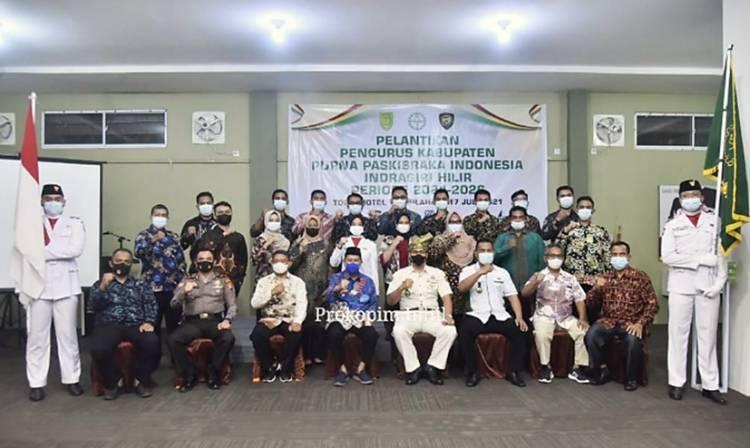 Wabup Inhil H. Syamsuddin Uti Sampaikan Kebanggaan kepada Paskibra saat Menghadiri Pelantikan PPI Inhil Priode 2021-2026