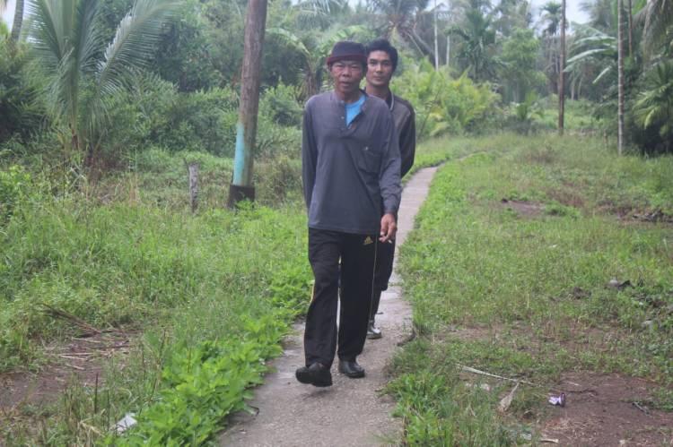 Unruk Mencapai Sasaran Fisik TMMD Ke 111 Kodim 0314/Inhil Warga Rela Berjalan Kaki 2 Km Untuk Gotong Royong