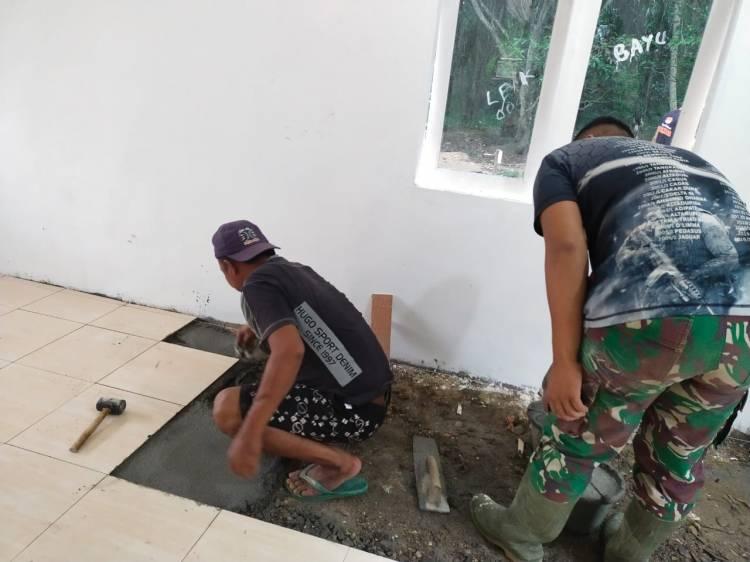 Satgas TMMD Selesaikan Pemasangan Keramik Rehab Rumah Halimah