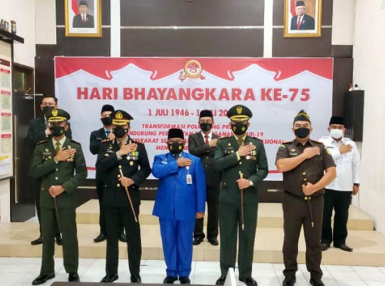 Forkopimda Kabupaten Kampar Ikuti Upacara Virtual Hari Bhayangkara ke-75 di Polres Kampar