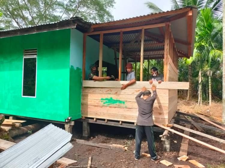 Satgas TMMD Kodim 0314/Inhil Rehab Surau Baitul Rahman Dusun Teluk Pundur