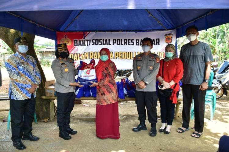PKL di Water Park Kota Banjar Terima Bansos dari Kapolres Banjar