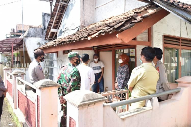 Kapolres Banjar Kunjungi dan Berikan Bantuan Sembako Korban Pemalakan Mengatasnamakan Satgas Covid-19