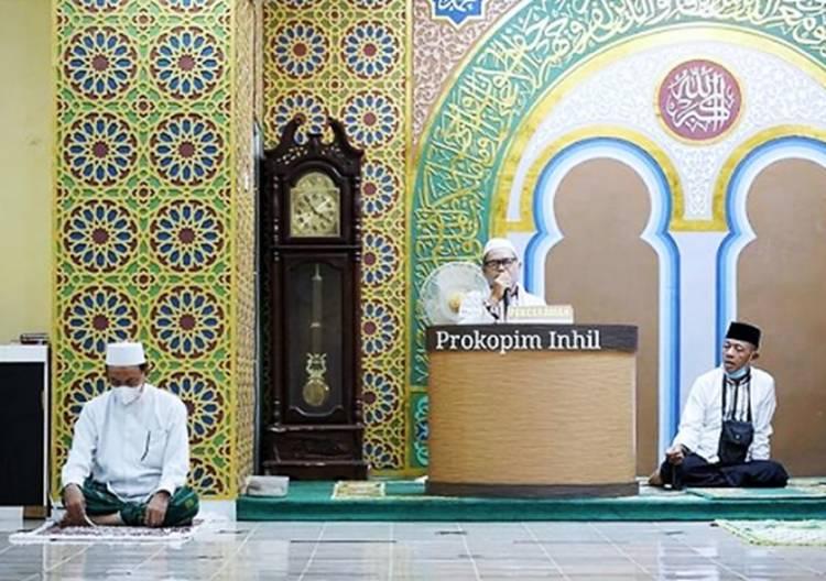Bupati Inhil Shalat Subuh Jumat di Masjid YAMP Pancasila dan Berdoa agar Covid 19 Segera Berlalu
