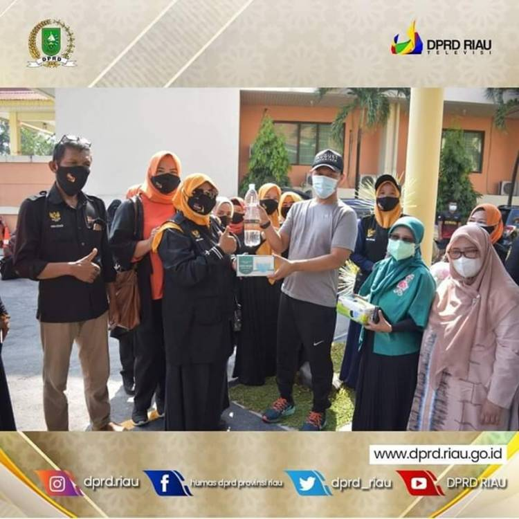 Antisipasi Covid-19, Wakil Ketua DPRD Riau Agung Lepas Relawan Forum Pekanbaru Kota Bertuah, Bagikan 20 Ribu Masker