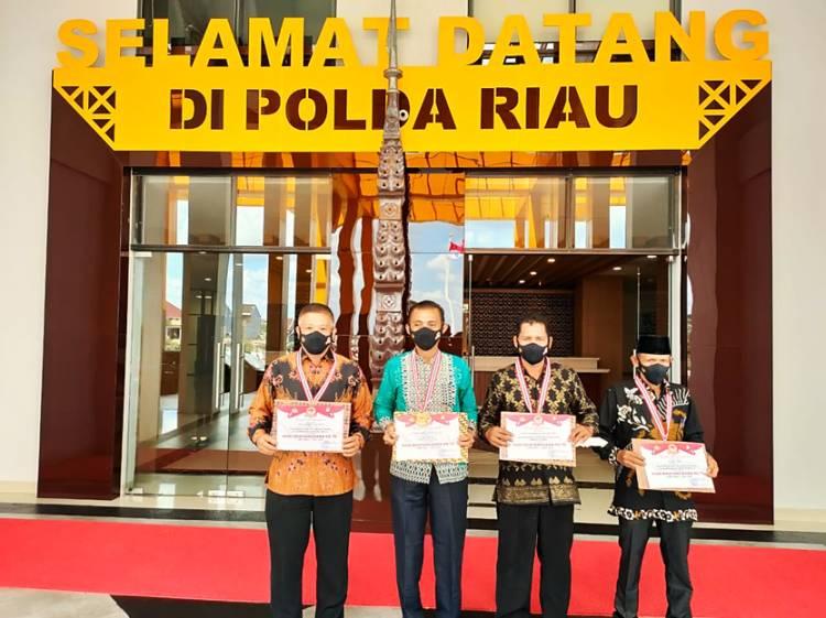 Empat Tokoh Masyarakat Inhil Mendapat Penghargaan dari Kapolda Riau