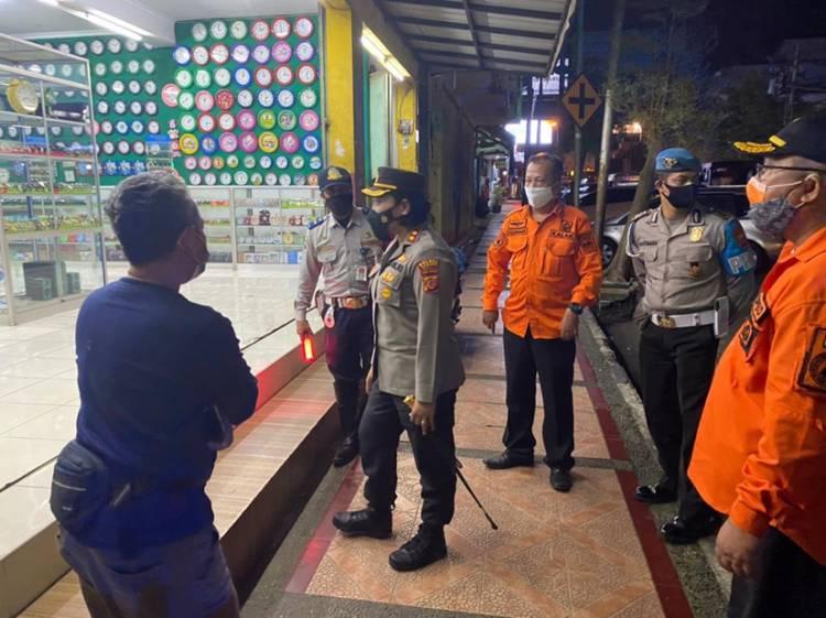 Kapolres Banjar Bersama Instansi Terkait Sosialisasikan PPKM Darurat kepada Para Pelaku Usaha