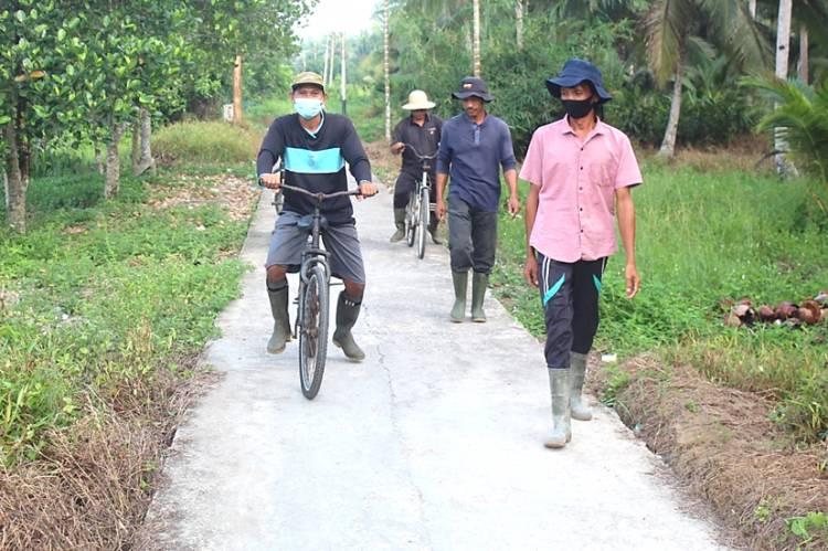 Semangat Kegotongroyongan Warga Desa Teluk Bunian Bersama Satgas TMMD ke-111 Kodim 0314/lnhil