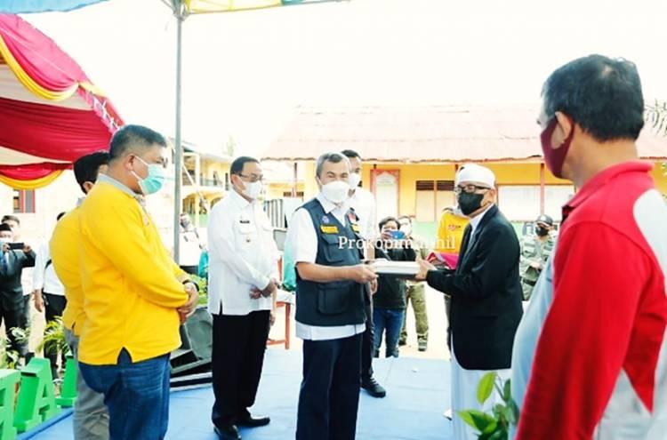 Gubernur Riau Serahkan Sejumlah Bantuan saat Berkunjung ke Ponpes Daarul Rahman Inhil