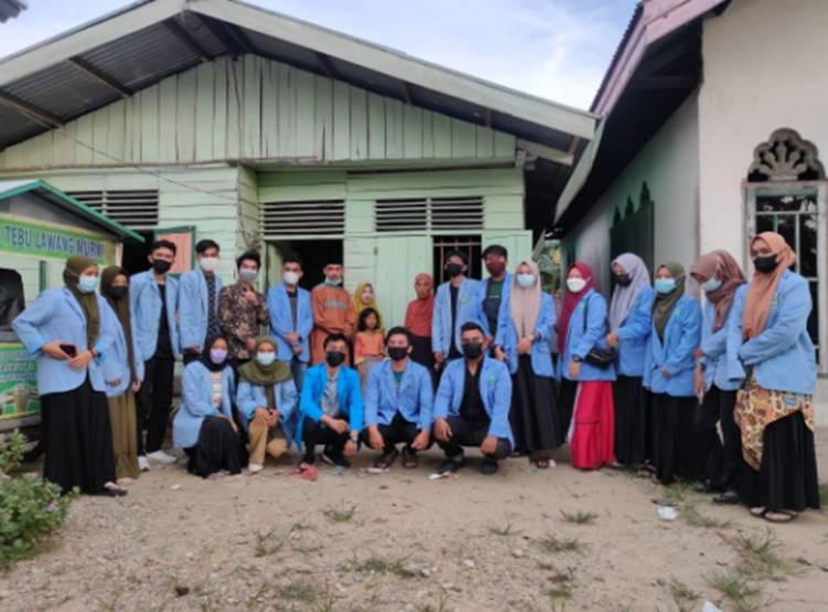 Mahasiswa KKN UIN Suska, KKN UNRI dan HIMABA Kompak Galang Dana Membantu Seorang Warga