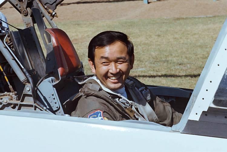 Ellison Onizuka Jadi Orang Asia-Amerika Pertama yang Namanya Diabadikan di Pesawat Luar Angkasa AS