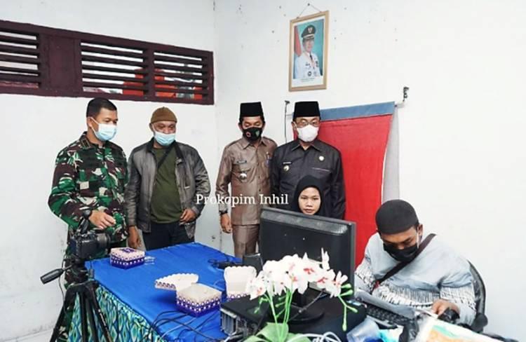 Bupati Inhil HM. Wardan Tinjau Perekaman e-KTP di Kecamatan Gaung