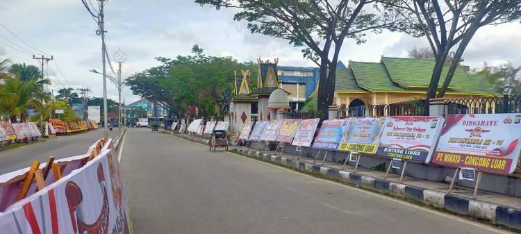 Di Hari Ulang Tahun (HUT) ke 75 Bhayangkara pada 1 Juli 2021, Polres Indragiri Hilir (Inhil) 'kebanjiran' papan bunga ucapan HUT Bhayangkara.