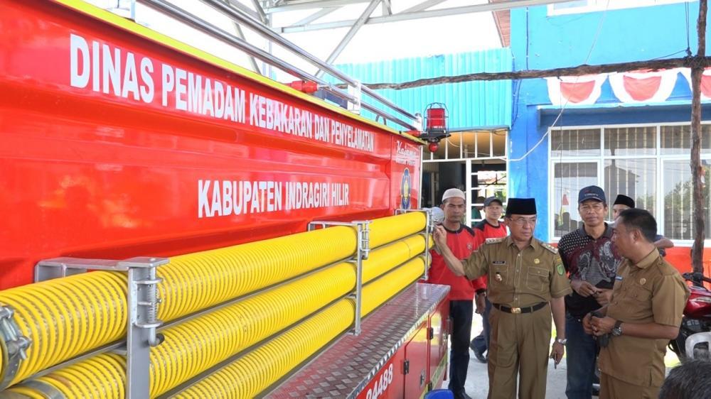 Bupati Inhil Tinjau Kesiapsiagaan Personel Damkar Atasi Kebakaran