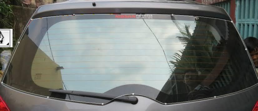 Bukan Hiasan, Ternyata Ini Garis-Garis di Kaca Belakang Mobil