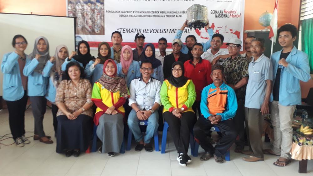 """KKN Tematik Revolusi Mental Ala Mahasiswa  UNRI  Di Rupat """"Pengolahan Sampah Plastik Menjadi Ecobrick Menuju Indonesia Bersih dan Mandiri"""