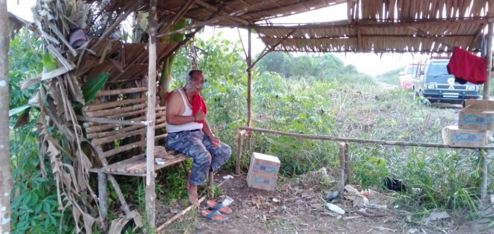 Upaya Pemadaman Karlahut, Kepala BPBD Inhil Harus Nginap di Lahan Warga