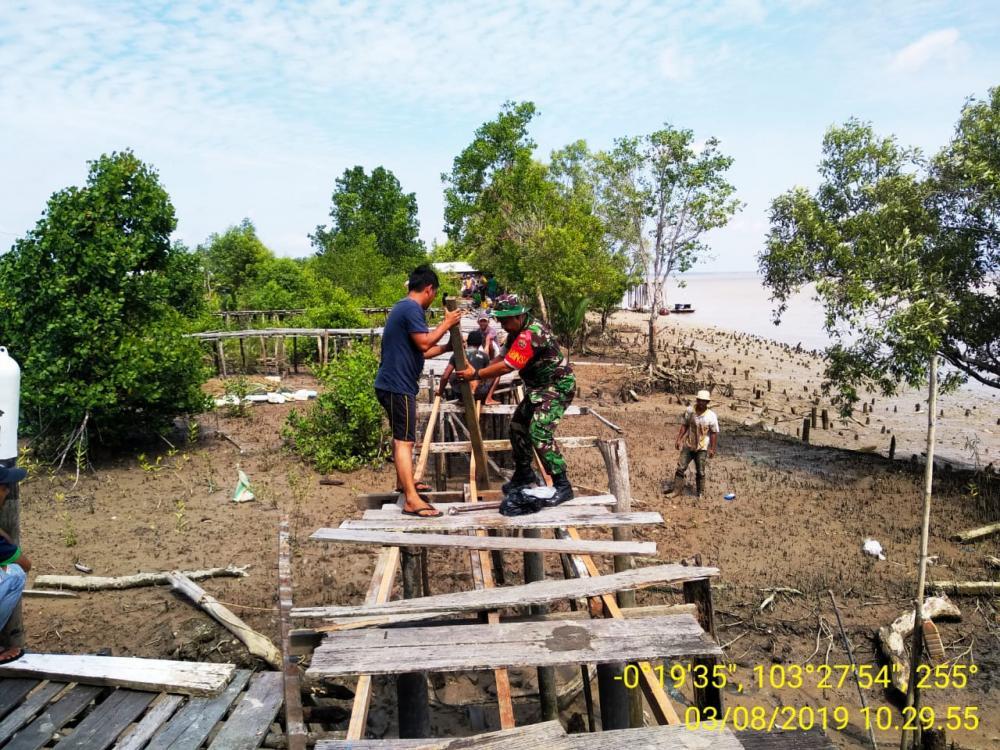 Koramil O4 Kuindra, Goro Bersama Masyarakat Perbaiki Jalan Akses Desa