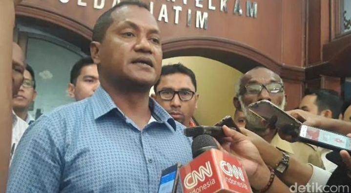 Pieter F Rumaseb Ketua Ikatan Keluarga Besar Papua Surabaya (IKBPS) Berita Pengusiran Warga Papua di Surabaya Tidak Benar