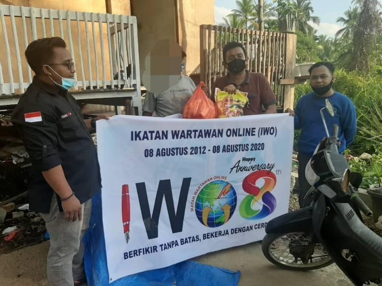 IWO Peduli Membangikan Sembako Bagi Masyarakat Kurang Mampu