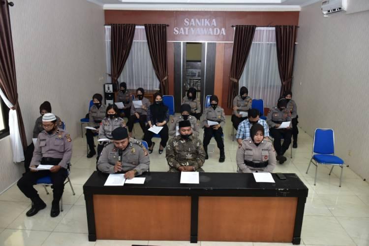 Ustad KH. Olin Muslihin Prawira Mengisi Ceramah Binrohtal di Polres Banjar via Virtual Zoom Meting