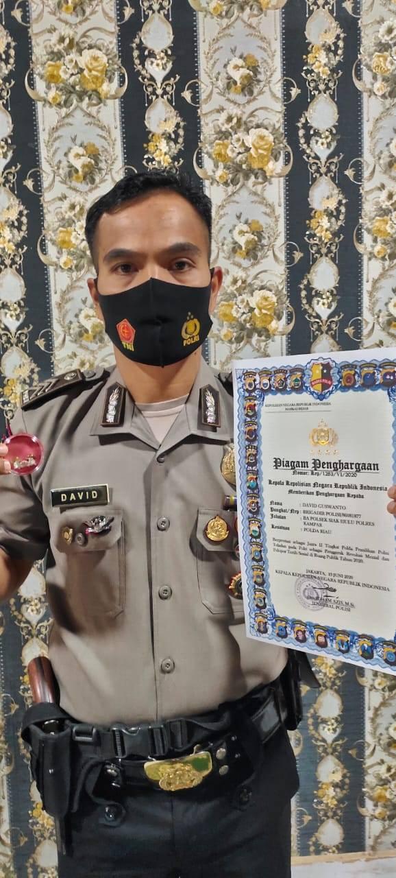 Brigadir David Bhabinkamtibmas Polsek Siak Hulu Kampar, Terima Piagam dan Pin Perak dari Kapolri