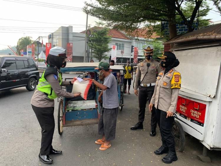 Dalam Rangka Hari Jadi Polwan Ke 72, Kapolres Banjar Laksanakan Bhakti Sosial