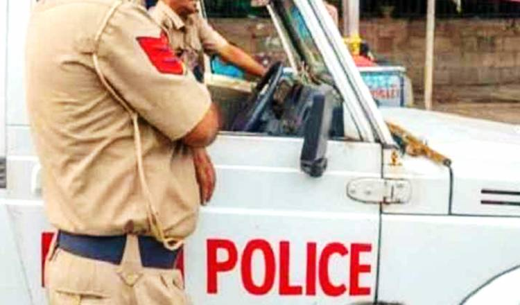 Memalukan, Oknum Polisi Tertangkap Kamera Merangsang 'Anunya' Dihadapan Wanita Pelapor