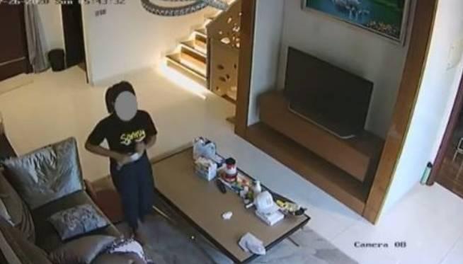 Waduh!! Video Ini  Diduga Asistent Rumah Tangga Masukkan Masker Majikan Ke Celana Dalam