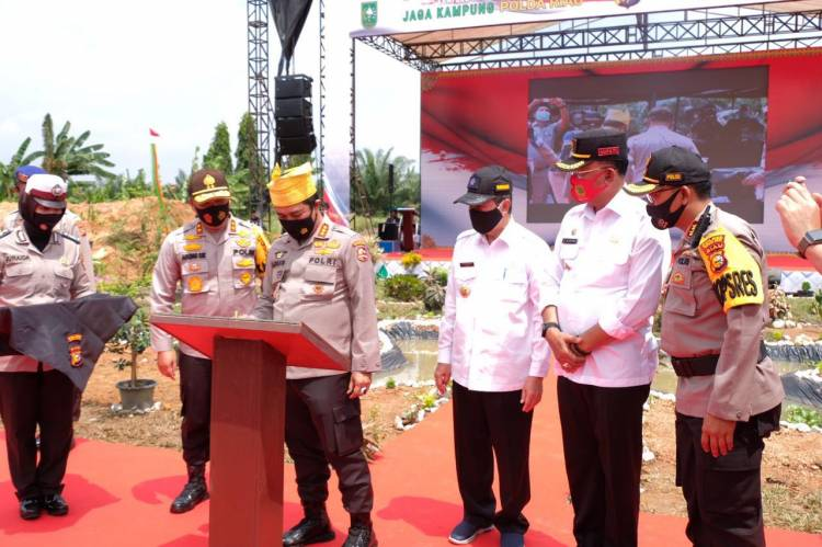 Kabaharkam Polri Komjen Agus Andrianto Apresiasi Keberhasilan Program Jaga Kampung Polda Riau
