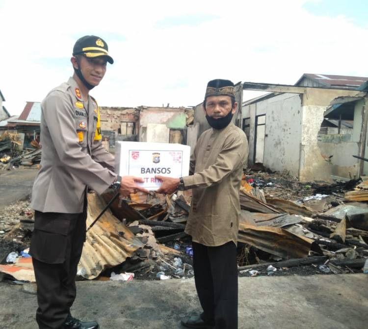 HUT RI Ke 75 Polres Inhil Bagikan Bansos Pada Masyarakat Prasejahtera Yang Terdampak Covid-19