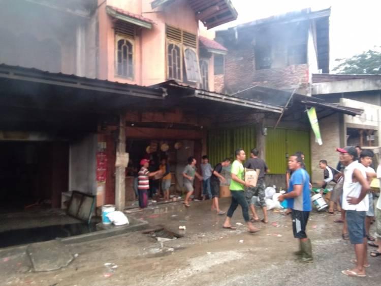 3 Ruko di Pasar Danau Bingkuang Terbakar,