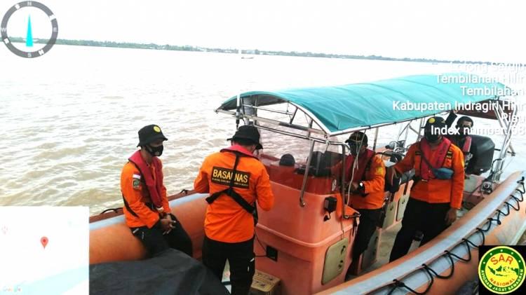 Sebuah Kapal Pompong Alami Nasib Naas, Dua Meninggal Tenggelam di Perairan Perigi Raja Inhil