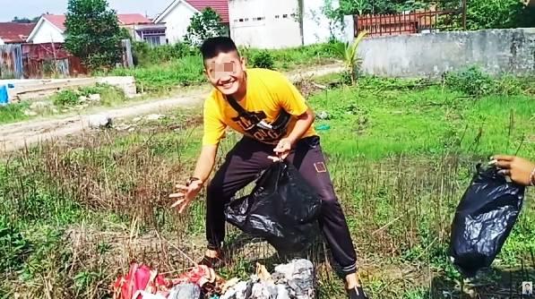 Biadab! YouTuber ini Bikin Konten Prank Bagikan Daging Kurban Berisi Sampah di Hari Idul Adha