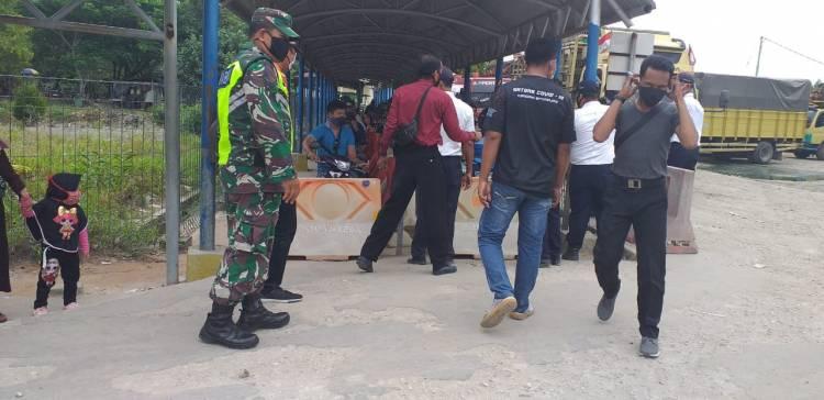 Babinsa Koramil 05/Rupat  Bersinergi Himbau Masyarakat Wajib Pakai Masker Bagi Penumpang Roro